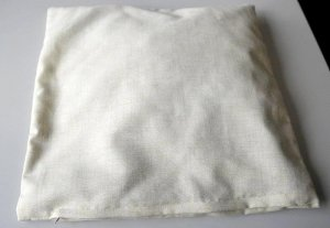 Cotton pillow filled with hay (zipper)